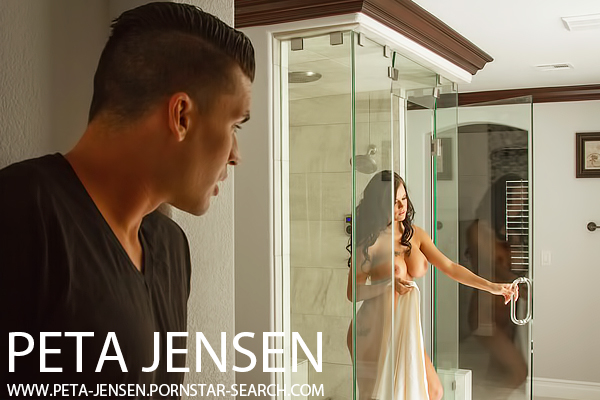 Peta Jensen makes love to her man in khaki shorts - Click here !